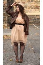 black polka dot tights - peach chiffon dress - neutral wool felt hat