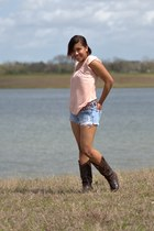 Agaci blouse - dark brown Corral Boots boots - hollister shorts