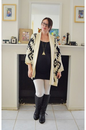 Forever 21 boots - Wet Seal leggings - Target top - JewelMint necklace