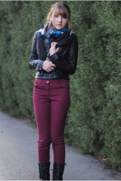 knit infinity Urban Outfitters scarf - crimson high rise H&M jeans
