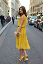 Inspiration yellow dress