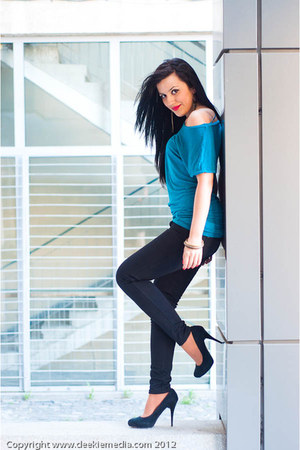 turquoise blue Bershka t-shirt - black Stradivarius pants - black Zara heels