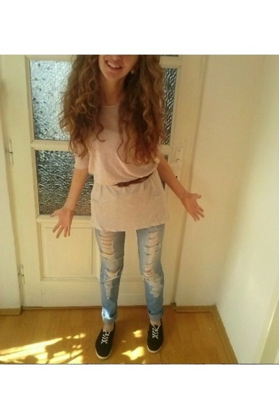 black Bershka shoes - blue pullandbear pants - beige bumbac Bershka blouse