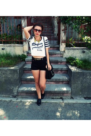 bag - leather shoes - jeans shorts - sunglasses - t-shirt - necklace