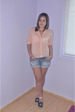 Bershka blouse - Stradivarius shorts