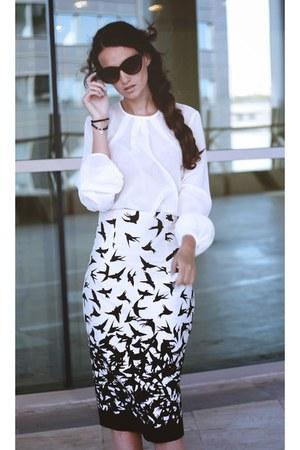 black drepentelola skirt - ivory drepentelola blouse