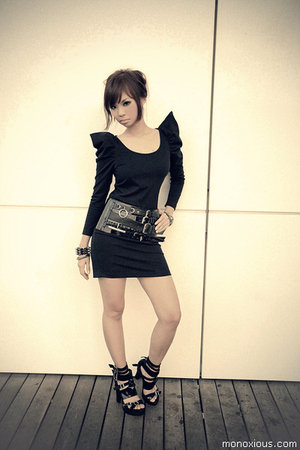 black h&m H&M belt - black buckle sandals H&M shoes - black one piece bysi dress