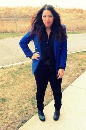 blue Goodwill blazer - black Goodwill blouse - black Target jeans - black Jeffre
