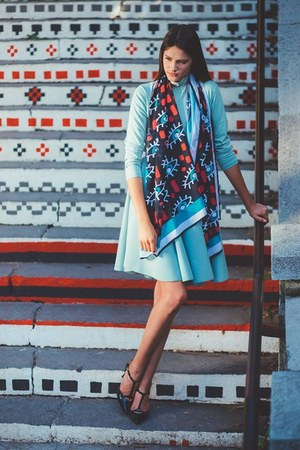 black scarf - turquoise blue skirt