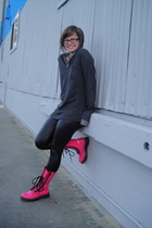 gray Urban Outfitters shirt - black HUE leggings - pink Dr Martens boots