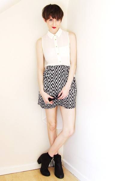 cat eye asos sunglasses - zig zag printed H&M skirt - dip hem new look blouse