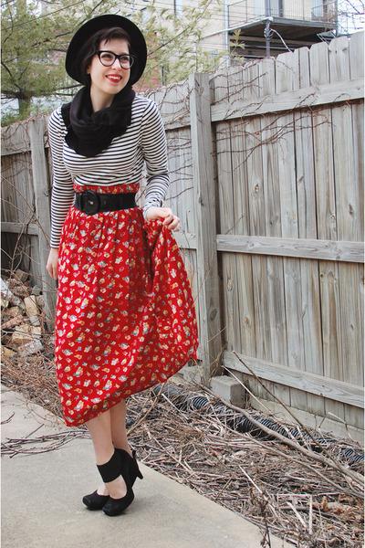 red thrifted skirt - black wide brim felt thrifted hat