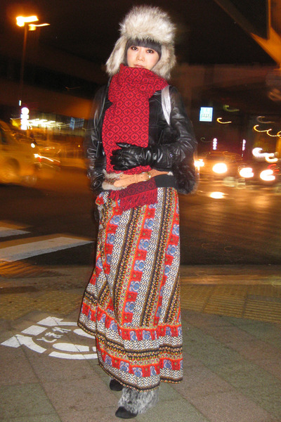 faux fur Shimamura boots - ushanka H&M hat - Uniqlo jacket - long stole melin tr