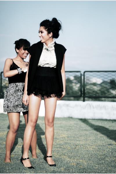 black boutique top - gray Forever21 skirt - black DISTRIKMODE vest - black Micha