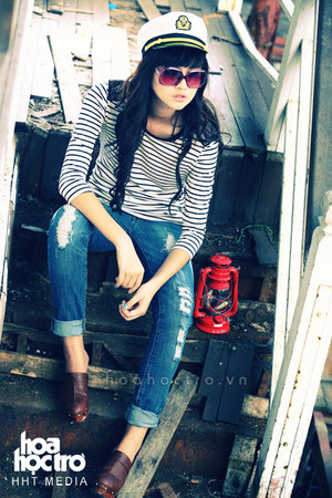 blue Blue jeans - brick red brick red glasses - white white t-shirt - crimson Cr