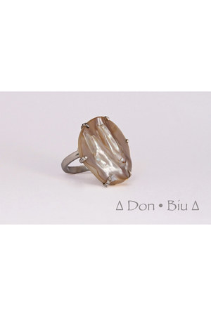 Don Biu ring