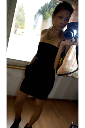 gold H&M accessories - black H&M dress