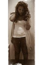 gray Zara jeans - white H&M t-shirt - beige Zara cardigan - gold Accessorize bra