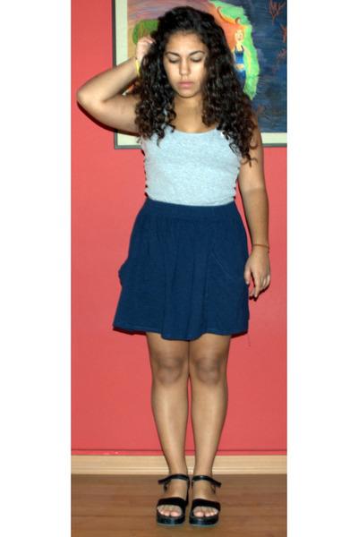 gray bench t-shirt - blue Zara skirt - black Mums vintage shoes