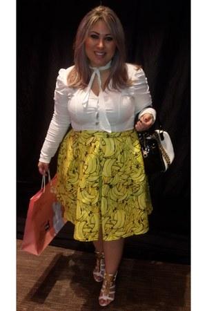 yellow lona Marichia skirt - black couro Paqueta bag - white Canal Sul blouse
