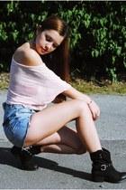 black Benvenuti boots - sky blue Amisu shorts - peach blouse