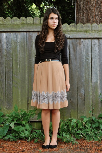 nude gift skirt - black Forever 21 top