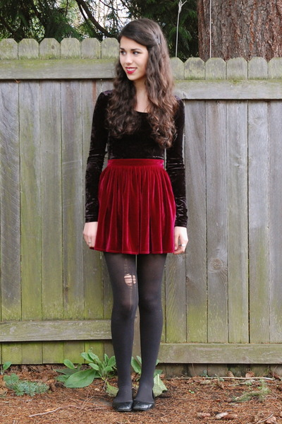 black H&M top - crimson American Apparel skirt - black Zappos flats