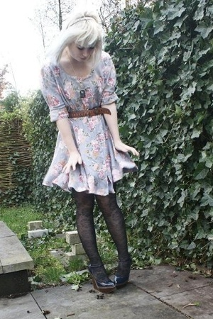 vintage dress - vintage belt - jambelle tights - Stella McCartney shoes - access