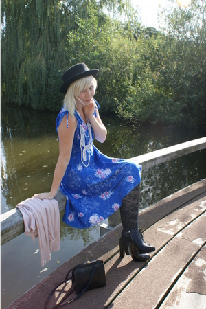 vintage dress - H&amp;M hat - H&amp;M leggings - dior boots