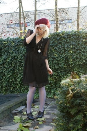 H&M hat - dept dress - tights - Nine West shoes
