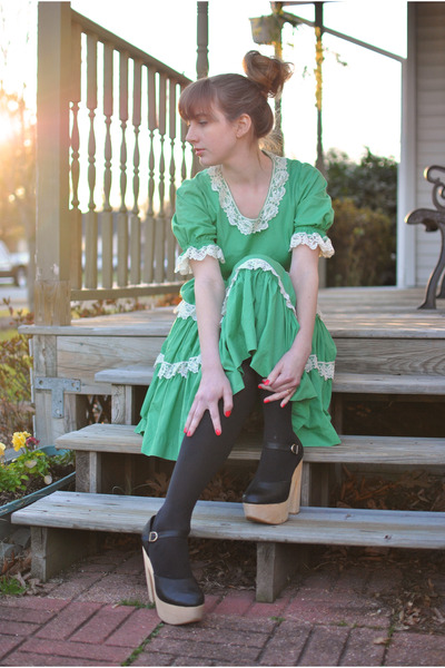 green square dancing vintage dress - black platform Sabine shoes