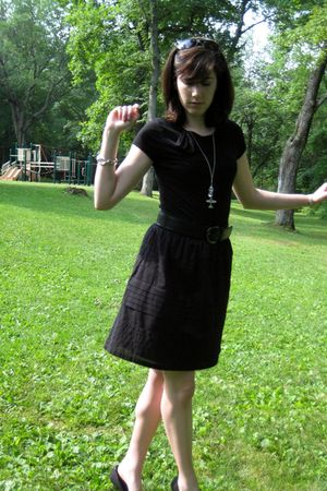 black banana republic top - black Alfani skirt - black AK Anne Klein shoes - sil