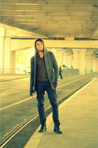 Bershka boots - Zara pants - H&M gloves - Tom Rebl t-shirt