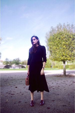 Zara skirt - Tamaris shoes - H&M jumper