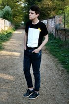 navy denim H&M jeans - black leather Burton belt - black Hako t-shirt