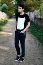 navy denim H&M jeans - black leather Burton belt - black Hako t-shirt