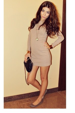 moa necklace - beige dress - black purse - gold bracelet