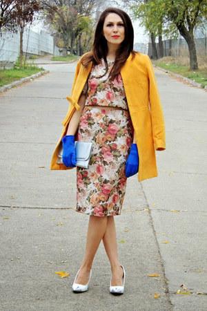 custom made suit - mustard coat - off white New Yorker heels