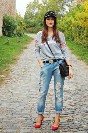blue boyfriend Zara jeans - red Zara heels