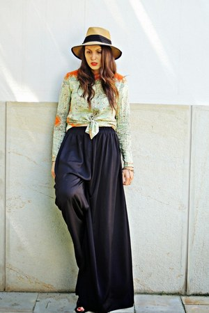 brown Front Row Shop hat - black culottes Stradivarius panties
