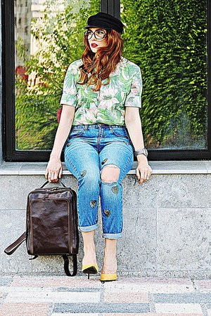 gold Stradivarius shoes - turquoise blue momfit Stradivarius jeans