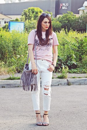 off white ripped Front Row Shop jeans - pink Front Row Shop t-shirt