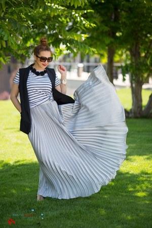 silver shein skirt - black Stradivarius t-shirt - black Zara vest