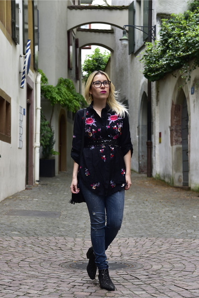 black Zara blouse - ankle boots Zara boots - abercrombie and fitch jeans