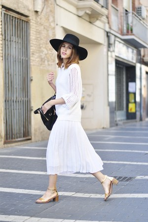 H&M hat - Ivyrevel sweater - suiteblanco bag - Zara sandals