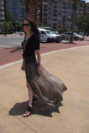 leather Jenni Button belt - Shop Goldie ring - animal print Forever New skirt