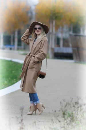 Mango coat - Paolo Conte boots - Levis jeans - Topshop hat - 123 sweater