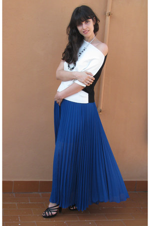 cream list shirt - blue pleated Jovonna skirt - black Fornarina heels