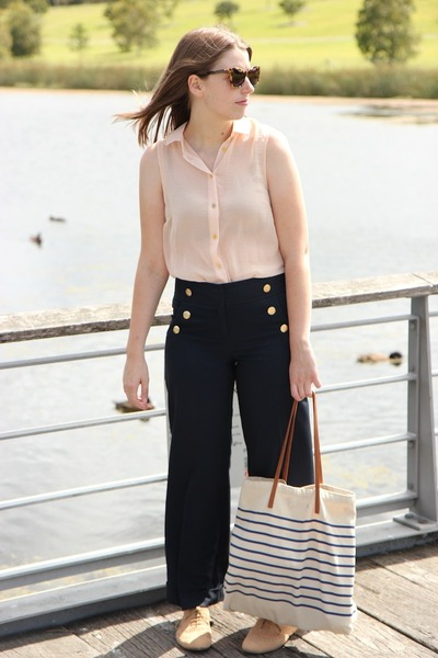 nude Topshop shirt - off white Sportsgirl bag