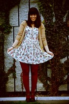 vintage dress - Uniqlo cardigan - Zara clogs - Calzedonia tights